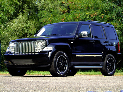 jeep liberty moparized 4x4 trucks and trailers. Black Bedroom Furniture Sets. Home Design Ideas